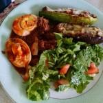 Lasanha de berinjela com ovos e salada: sobre o que comer da dieta paleo