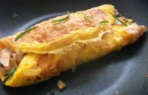 Omeletes são sempre boas refeições nas janelas de alimentação dos protocolos de jejum intermitente